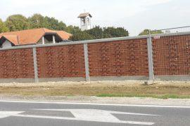 Ograja na pokopališču v Rakičanu